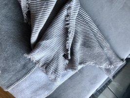 Kuscheliger Schal grau