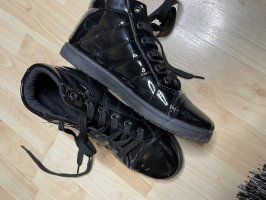 Coura Lace-Up Sneaker black
