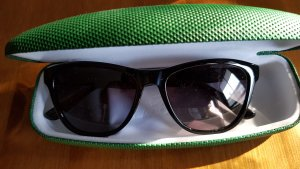 Lacoste Angular Shaped Sunglasses black-forest green