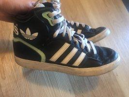 Lässige Adidas Sneaker