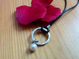 Lange Kette Lederband mit Anhänger Ring und Perle  gehämmert Designerschmuck NEU