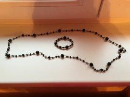 Lange schwarze Kette mit passendem Armband