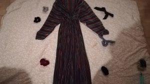 Langes Kleid mit Wickeloptik