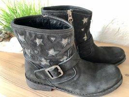 Lazamani Boots