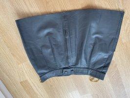 Falda de cuero gris