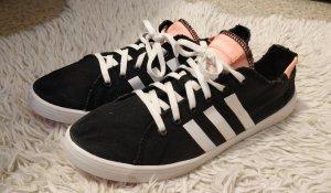 Leichte dünne schwarze Adidas Neo Sneaker, Sommerschuhe, Gr. 40