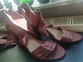 Lila High-Heels zum Binden