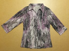 lila-weiß-schwarze Bluse mit Kragen und Knöpfen, 3/4 ärmlig, Gr. 42