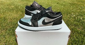 Limitierte Nike Air Jordan 1 Low SE schwarz, metallic silber
