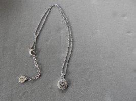Liz Halskette mit Swarovski Kristalle von Pippa & Jean (NP 79,90 Euro)