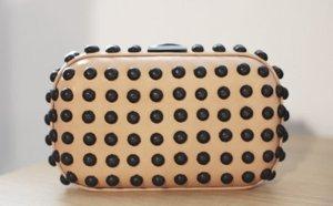 Loeffler Randall Minaudiere Clutch Box nude mit grauen Nieten