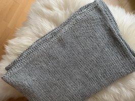 Loop- Schal mit kleinen Schönheitsfehler