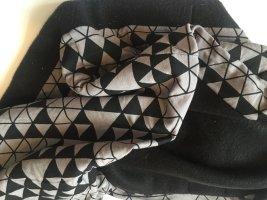 Loopschal mit geometrischem Print