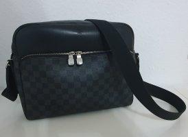Louis Vuitton Gekruiste tas zwart-grijs