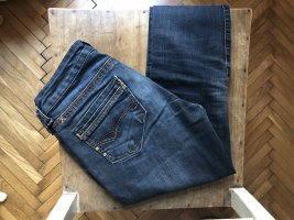 Low-Rise Jeans, Lindy