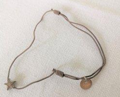Lua Armband taupe mit Stern silber größenverstellbares Elastikarmband