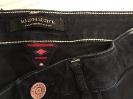 Maison Scotch Jeans, dunkelblau mit hellem Muster seitlich