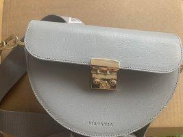 Majavia Cross Body Bag in Hellbau mit Strap