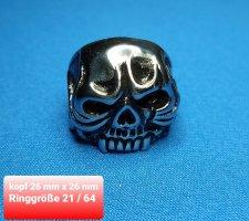 Massiver Totenkopf Biker Ring aus Chirurgenstahl