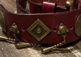 MCM Cinturón pélvico color oro-burdeos