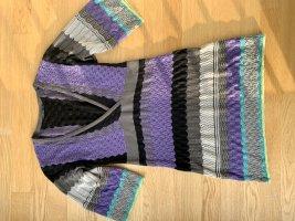 Mehrfarbiges Wollkleid im Strickmuster