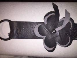 Mexx dunkelgrauer Flechtürtel mit Blüte L romantische Impressionen