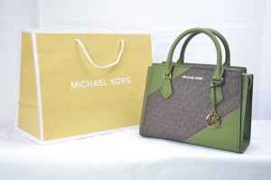 Michael Kors Hope Medium Messenger Leather in Evergreen
