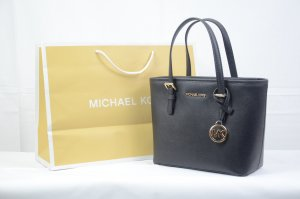 Michael Kors Jet Set Travel Medium in Black