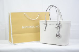 Michael Kors jet set travel medium in optic white