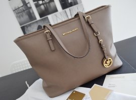 Michael Kors Jet Set Travel Tote Tasche in Dark Dune