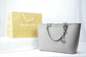 Michael Kors Shania Large EW chain tote in pearl grey