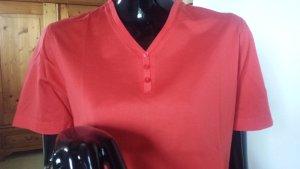 Michele Boyard, rotes Shirt mit kleinem V und Knopfleiste mit 3 Knöpfen Gr.L