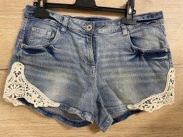 Mid Blue Jeans Shorts mit Spitze