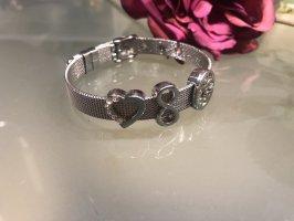 Milanese Armband mit verschiebbaren Emblemen