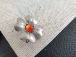 Boutique Ware Broche argenté-orange fluo
