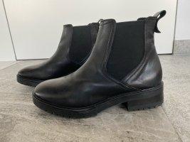 Mint & Berry - Chelsea-Boots aus Echtleder in Schwarz