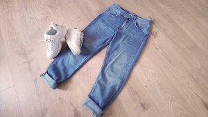 Mittelblaue Mom-Jeans Vintagelook Highwaist Röhrenjeans Denim Used Look Karottenhose