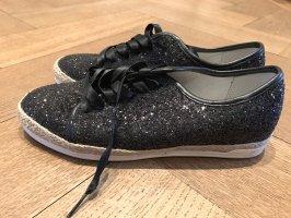 Moderne, sommerliche Glitzer-Sneaker