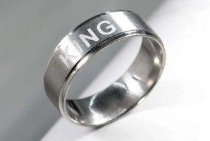 modeschmuck ring mit king gravur in silber