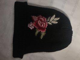 Bonnet noir-rouge foncé
