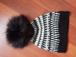 Guess Knitted Hat white-black