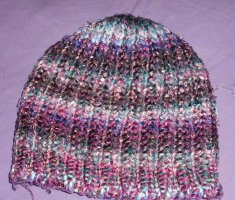 Cappello all'uncinetto multicolore