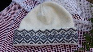 Mütze in wollweiß/graublau