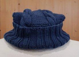 Cappello a maglia blu acciaio