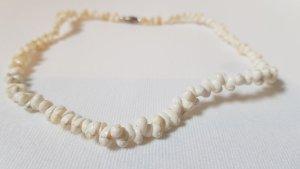 Collar de conchas blanco-crema