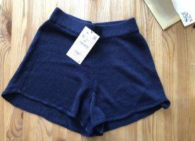 Must Have Combi Shorts in Strickoptik. Kann als Set mit dem hier angebotenen Pullover gekauft und kombiniert werden. High Waist. Super cute.