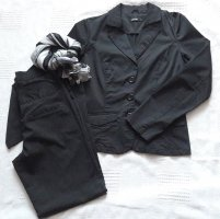 Nadelstreifen Damen-Anzug schwarz