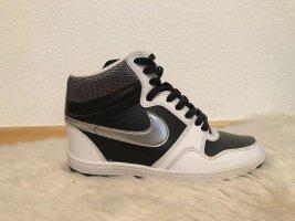 Nagelneue Schuhe Sneaker Von Nike Schwarz Silber Gr. 38 Weiss Keilabsatz