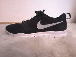 Nagelneue Schuhe Sneaker Von Nike Schwarz Weiss Gr. 38
