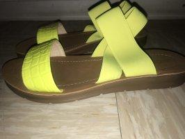 Nein grüne Sandalen
